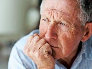 Seniors_AnxiousPensioner_452x339_170512
