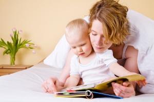 baby-mom-reading